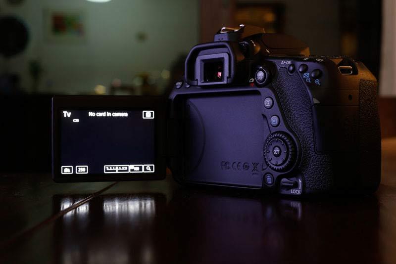 دوربین کانن EOS 80D