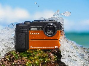 اولین دوربین کامپکت قدرتمند با با منظرهیاب الکترونیکی