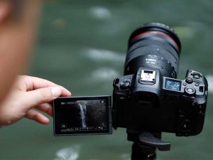 بررسی عکسهای گرفتهشده با دوربین کانن R