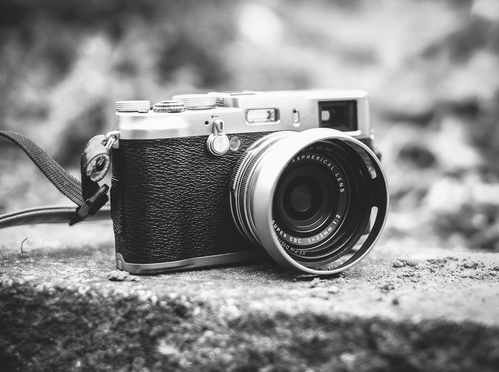 عکس سیاه و سفید از دوربین