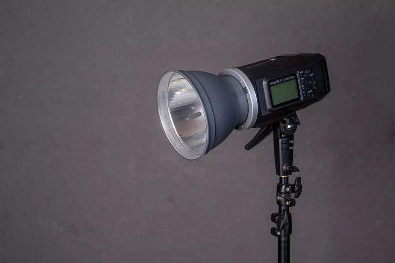 چراغ استودیویی