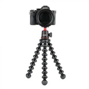 دوربین سونی نصب شده بر روی سه پایه عکاسی با پایههای مشکی و انعطاف پذیر دایره ای
