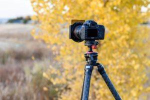 فیلتر عکاسی نیسی نصب شده بر روی دوربین قرار گرفته