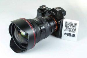 لنز واید نصب شده روی دوربین سونی به همراه بارکد