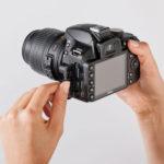 روش صحیح در دست گرفتن دوربین