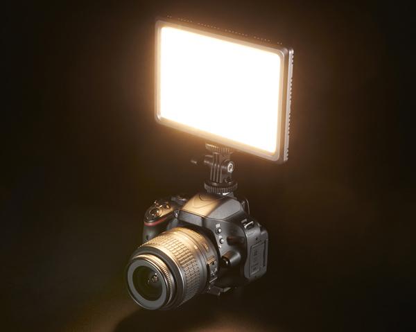نور ثابت قابل نصب بر روی دوربین