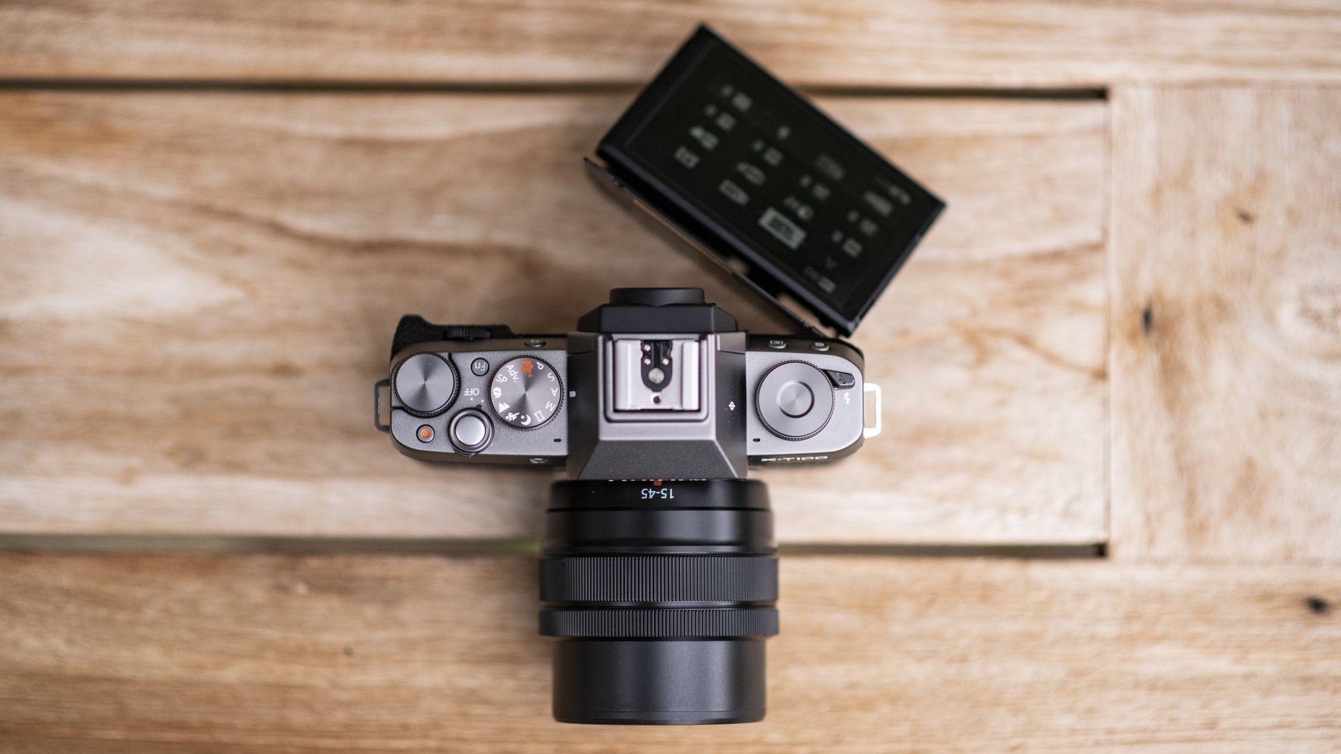 مشخصات دوربین فوجی X-T100 with15-45mm