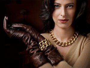 آموزش عکاسی از طلا و جواهرات روی دست و گردن