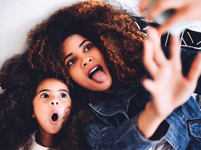 ژست عکس مادر و دختر